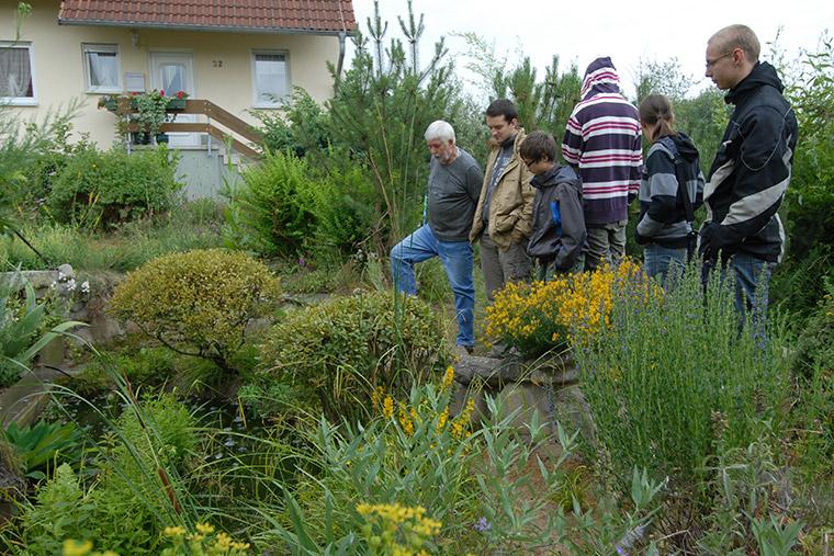 AG-Mitglieder in Freilandterrarium